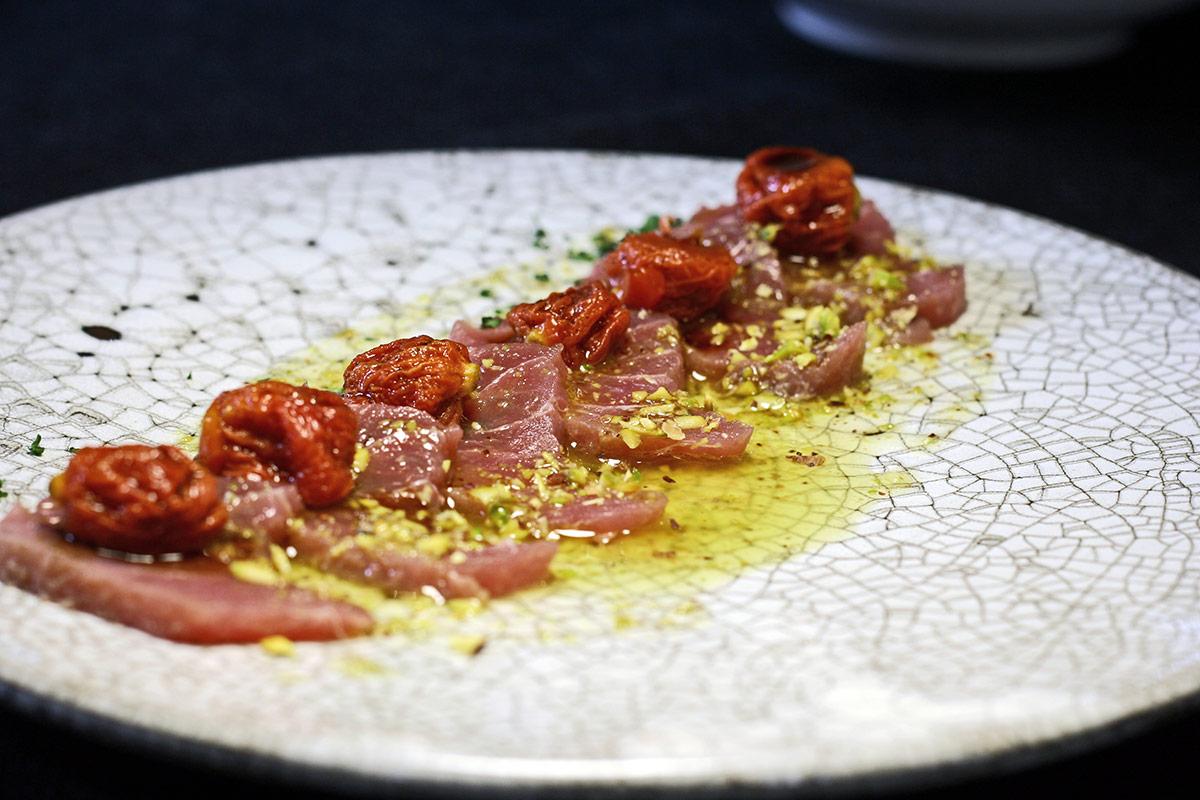 Sashimi de atún rojo con vinagreta de pistacho,tomate semiseco y soja- Carta